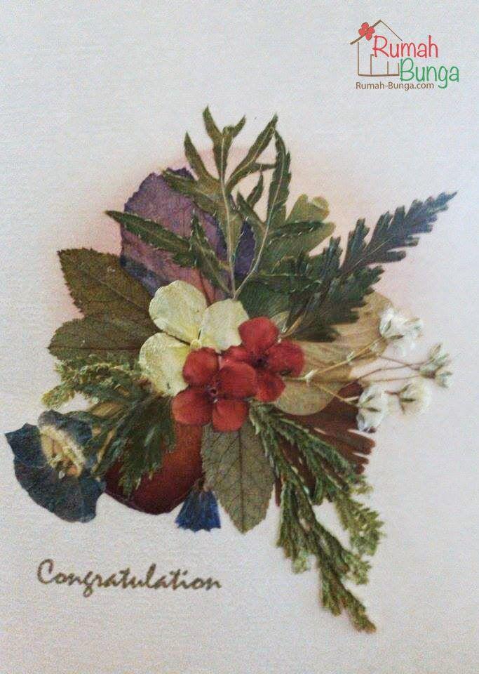 Kartu ucapan selamat berhiaskan bunga kering yang dipres (flower pressed card) dari www.rumah-bunga.com.