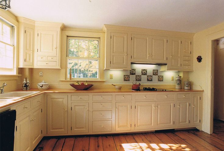 Cabinets floor colonial kitchens peropd authentic for Period kitchen cabinets