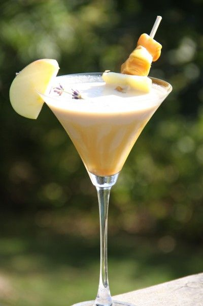 Caramel Apple Martini 2.25 oz Butterscotch Schnapps 1 oz Sour Apple Pucker, or 99 Apples. 1.25 oz. Kahlua 2 oz cream In a shaker with ice, mix ingredients and shake. Pour in a martini glass with caramel drizzled on the inside.
