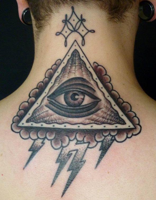 tatouage homme photos des diff rentes tendances de tatouages tatouage homme tendances de. Black Bedroom Furniture Sets. Home Design Ideas