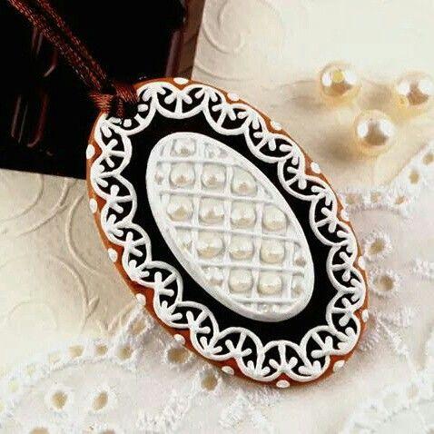 Gingerbread pendant by Mintapalinta