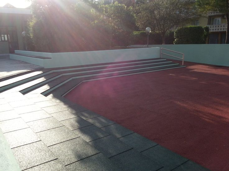 Pavimento modulare in gomma con superficie liscia