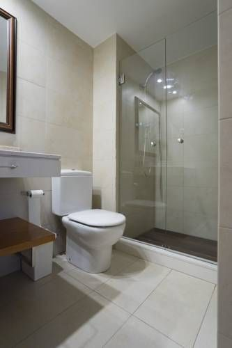 Apartamento Barcelona - Camp Nou El Arrabal Apartamento Barcelona - Camp Nou offers accommodation in El Arrabal. The air-conditioned unit is 5 km from Barcelona. Free WiFi is available .  There is a seating area, a dining area and a kitchen complete with a dishwasher and an oven.