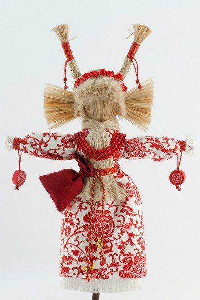 Кукла Коза - символ жизненной силы. Вселяет бодрость духа и радость. Традиционно символизирует изобилие, богатство, здоровье, жизненную энергию. Помогает заложить способы новой жизни, в котором сбываются наши желания. Doll Goat - a symbol of vitality. Gives pep and joy. Traditionally symbolizes abundance, wealth, health, vitality. Helping to lay the new ways of life in which our desires come true.