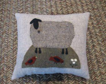 Mouton noir tout Primitive Art populaire laine coussin oiseaux rouges