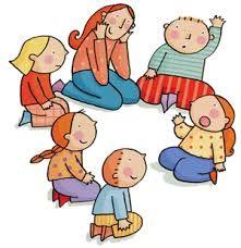 Wie begint er toch? - Vraag de kinderen om in de kring zitten. Je stuurt een kind even weg. Jij als spelleider wijst nu een kind aan, dat telkens begint met bewegingen te maken (bijvoorbeeld zwaaien, lange neus maken enzovoort) de rest van de kinderen moet hem telkens nadoen. Het kind, dat even weg was, moet nu proberen te raden welk kind er elke keer begint.