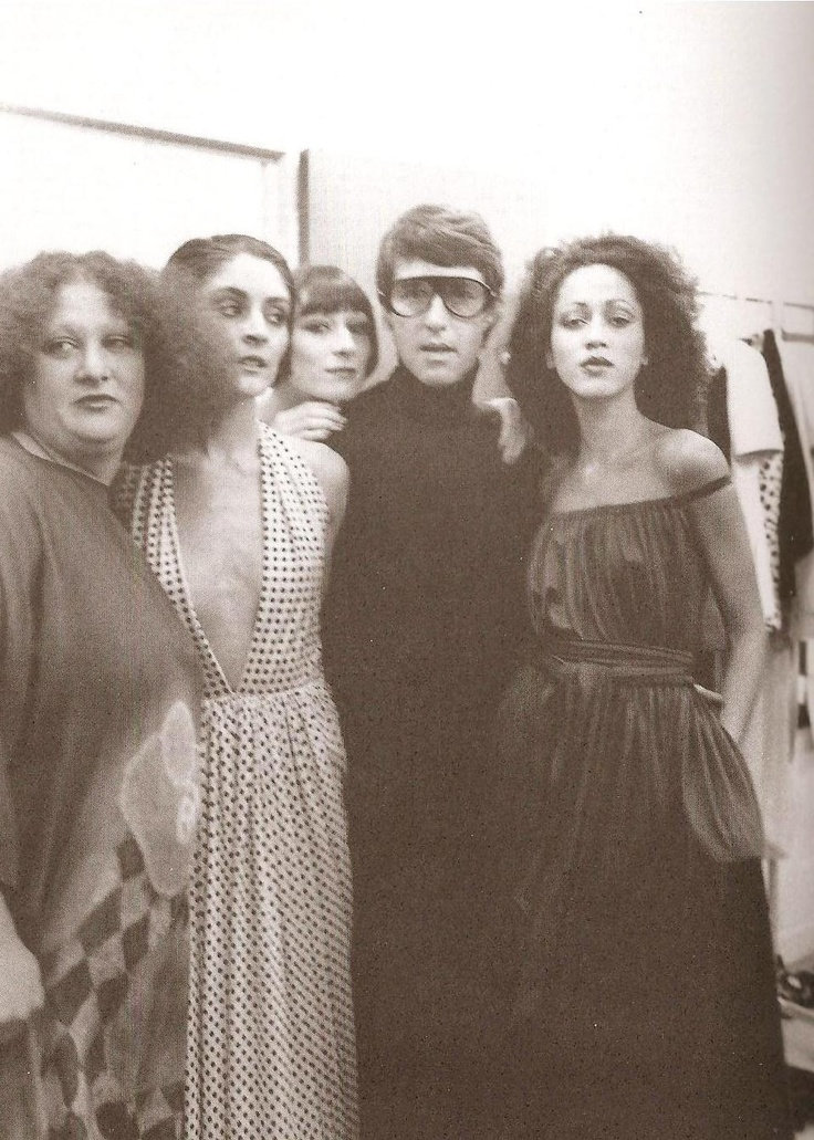 i love the 70's and halston  (via Eve)  Pat Cleveland and Angelica peeking from Haltson's shoulder: Models Pat, Halston 70S, 1970 S, Fashion Design, 1970S Fashion, Patcleveland, Pat Cleveland, Design Halston, Anjelica Huston