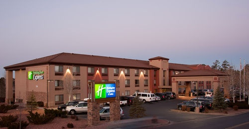 Grand Canyon - Holiday Inn  http://www.hiexpress.com/hotels/us/en/grand-canyon/gcnaz/hoteldetail#