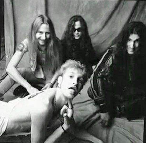 Alice in Chains featuring goofy Layne Staley