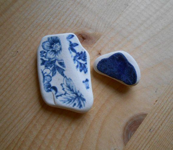 Sea pottery bianca blu disegno di fiori blu su di lepropostedimari