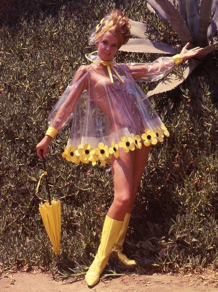 Gewagter, weitgeschnittener Regenmantel mit Blumensaum