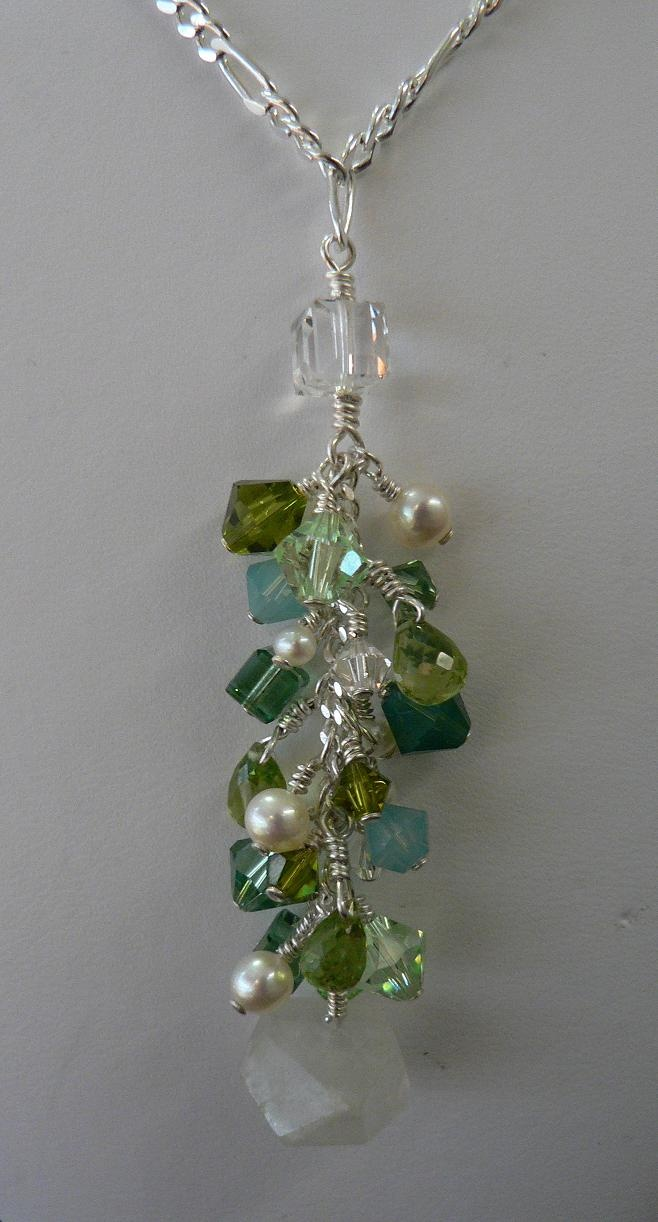 Green beaded drop cluster necklace