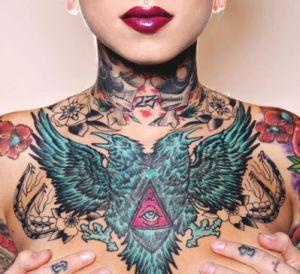 Modele tatuaje femei cu vulturi