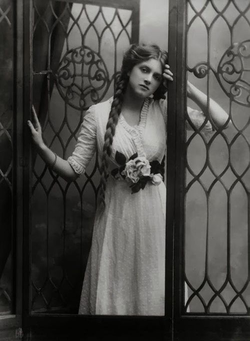 Traveling through history of Photography...Gladys Cooper by Alexander Bassano, 1910.