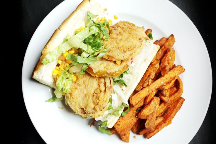 Whether or not you're a vegetarian, this Fried Green Tomato Po'Boy is the bees knees. Comes with maque choux, southern slaw, lettuce, red peppers and remoulade. Served with choice of side