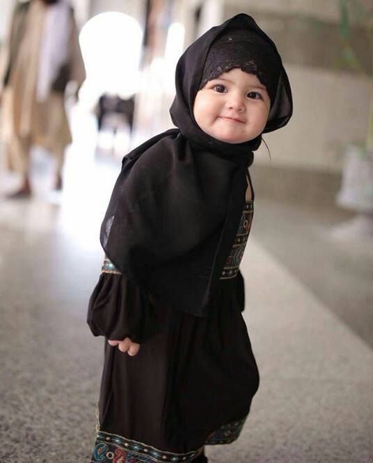 «Тот, у кого будет три дочери, и он будет давать им приют, обеспечивать их и по доброму относится к ним, тому обещан Рай». Кто-то из людей спросил: «А если их будет две, о, посланник Аллаха?» Он ответил: «Даже если их будет две».  http://ru.islamkingdom.com/Уроки-ислама/Отношения-в-обществе/Почитание-женщины-в-Исламе