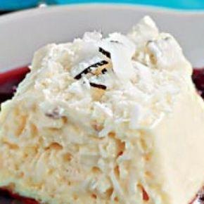 Receita de Mousse de coco com calda de amora - 1 envelope de gelatina em pó, sem sabor, 6 unidades de clara de ovo batidas em neve, 3 colheres (sopa) de açú...