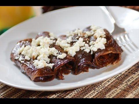 Enmoladas de pollo - Chicken mole enchiladas - Recetas de cocina mexicana