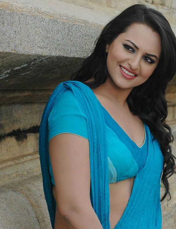 Sonakshi Sinha Hot Navel in Saree