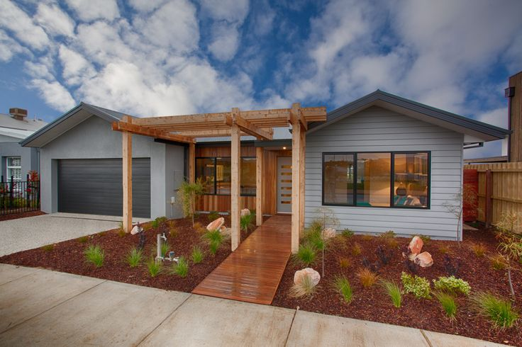 Home facade mix of weatherboard render and wood for Modern weatherboard home designs