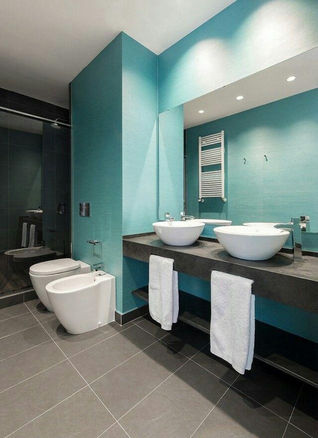 Salle de bain bleu et marron