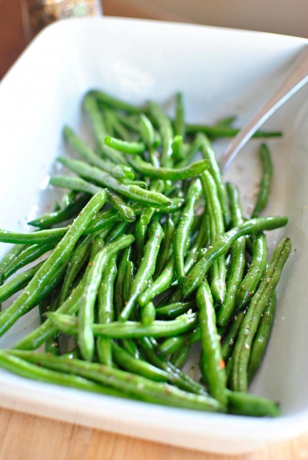 Grilled Green Beans. The marinade can be used on broccoli and asparagus too 8 oz green beans 1 tbsp lemon juice 1 tbsp extra virgin olive oil 1 tsp garlic powder 1/2 tsp kosher salt pepper to taste parmesan cheese Mix all ingredients except parmesan in lg ziplock bag. Let marinate10 min or so. Put on grill over med heat, turning frequently until crisp tender. About 10 minutes. (Use grill skillet) Remove beans from heat, sprinkle with parmesan cheese. Easy!