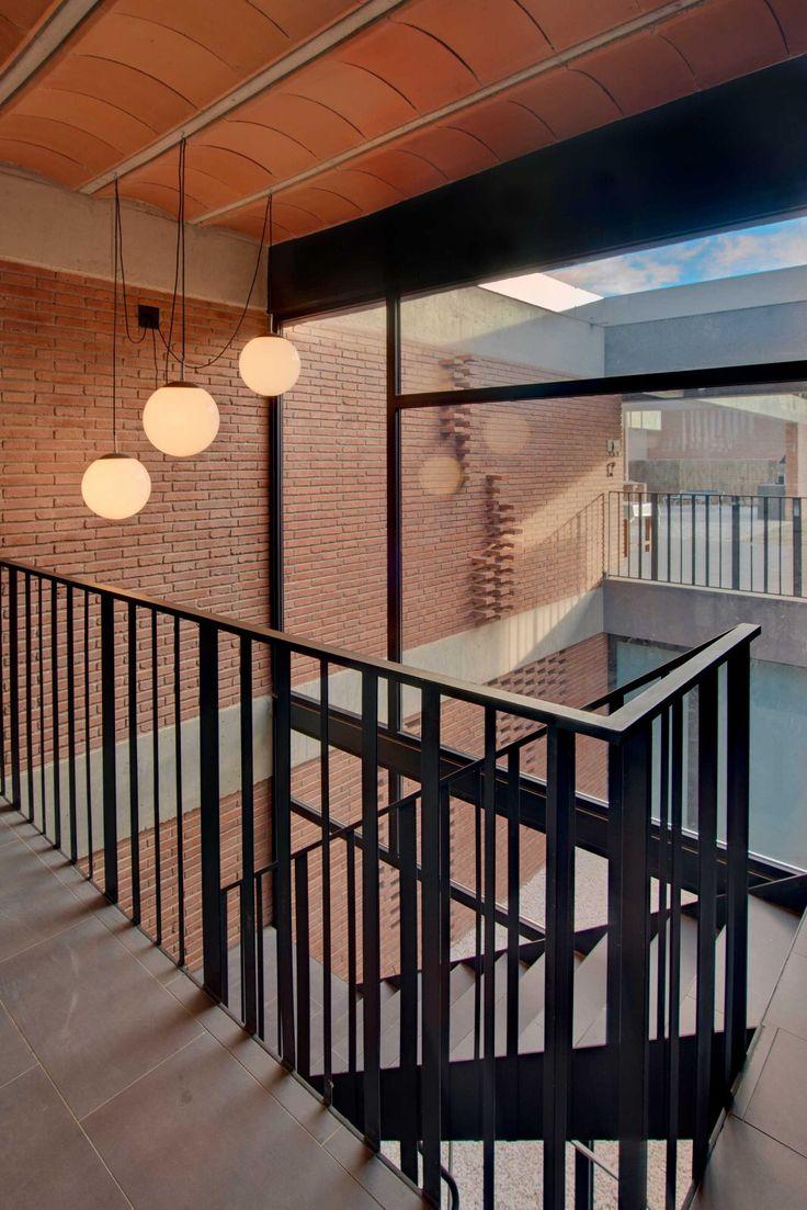 Casa unifamiliar en Alpicat (Lleida). Proyecto de 2009 en colaboración con Carles Enrich. Escalera. Patio.