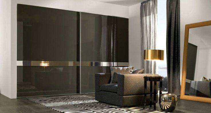 Puertas correderas con franja de espejo modelo Obi.
