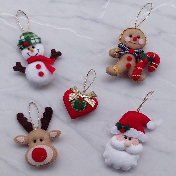 Kit enfeite de Natal com (5 peças)    1 Boneco de neve (10cm x 7cm)  1 Coraçao (5cm x 6cm)  1 Boneco biscoito (10cm x 8cm)  1 Rena (10cm x 8cm)  1 Papai Noel (10cm x 6cm)