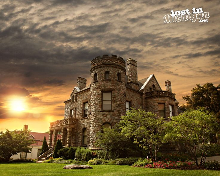 The Castle in Grand Rapids, MI ... maybe we should try to see this on our way back on September 7th - ? :) xoxoxoxoxo
