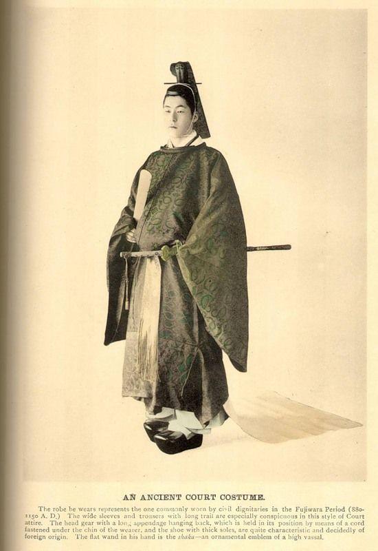 Увлекающимся историей Хэйана этот костюм, несомненно, хорошо знаком. Придворный мужской наряд сановника высокого ранга. Тот же Принц Генджи мог бы носить похожий.