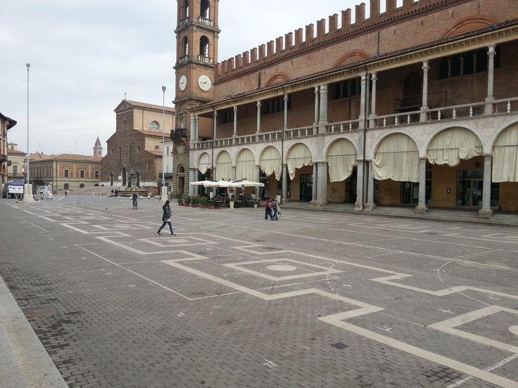Faenza. La piazza.