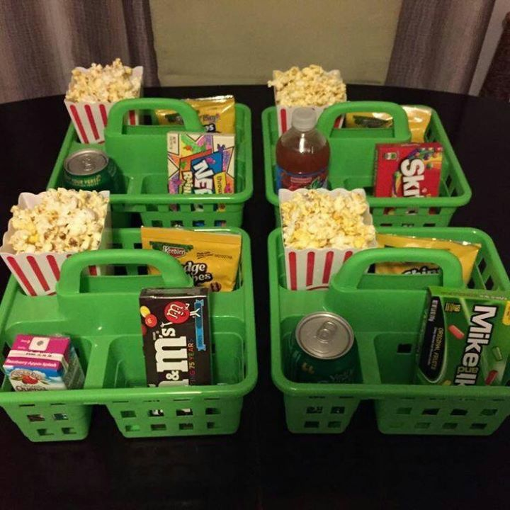 Clever snacks for the grandkids, especially  for watching movies. Everything is right at their fingertips: popcorn, candy, drink. This should keep them satisfied for a whole!