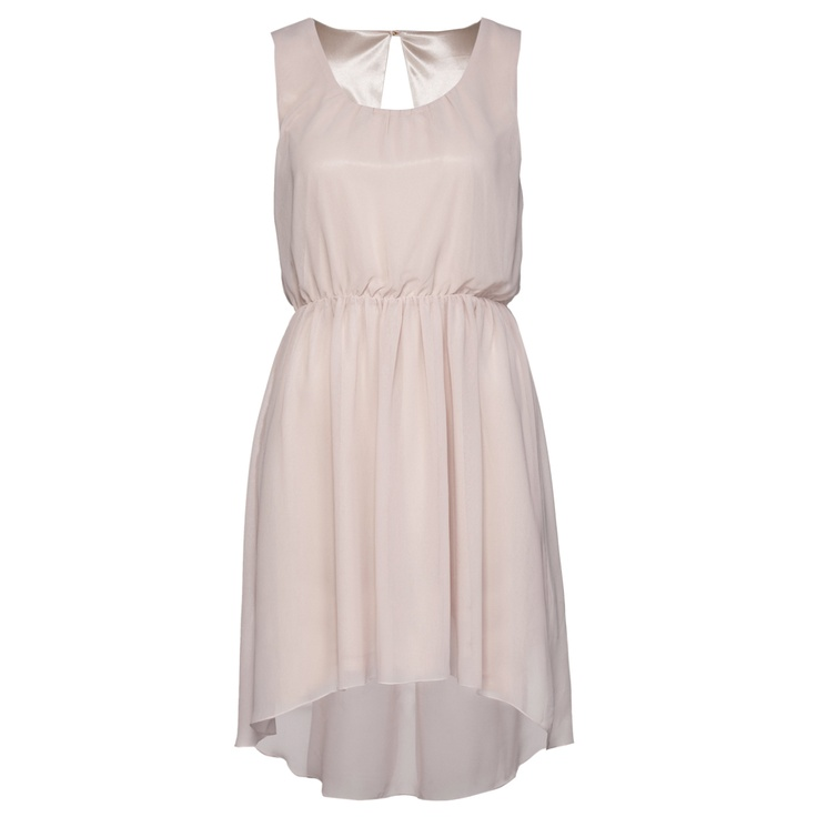 I love this dress, it's so casual and yet simple. I think I could wear it on a normal day with sandals, but also on a special occasion with high heels and accessories.