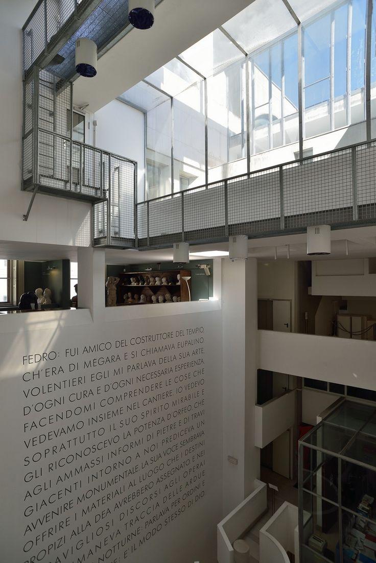 Museo Revoltella, Trieste. Le gallerie che si affacciano sull'atrio. Foto Mattia Visintini.