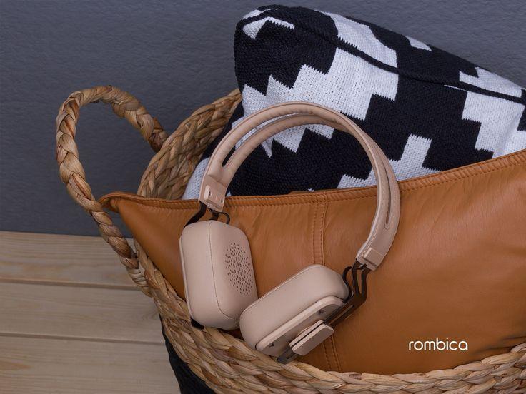 Оценить удобство мягких амбушуров и качественное звучание mysound BH-05. Купить в Rombica Store → http://amp.gs/1Zzu    #rombica #digitalyou #mysound #наушники #wireless #беспроводные #bluetooth #кожа #фактура #вдохновение