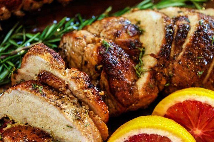 Fläskfilé fylld med fetaost, soltorkade tomater och bacon. Ett mycket enkelt grillrecept med lite inspiration från Italien