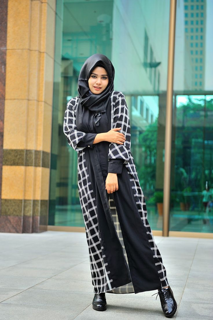 URBAN DAILY NONIZAKIAH: PLAID AND BLACK WHITE
