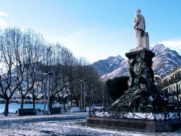 #Włochy #Lecco #Jezioro #Como #italia #italy #lombardia #alpy #północne #widok #krajobraz #romantycznie #miasto #zima #śnieg #pomnik