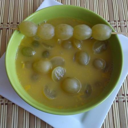 Egy finom Citromos-mézes szőlőleves ebédre vagy vacsorára? Citromos-mézes szőlőleves Receptek a Mindmegette.hu Recept gyűjteményében!