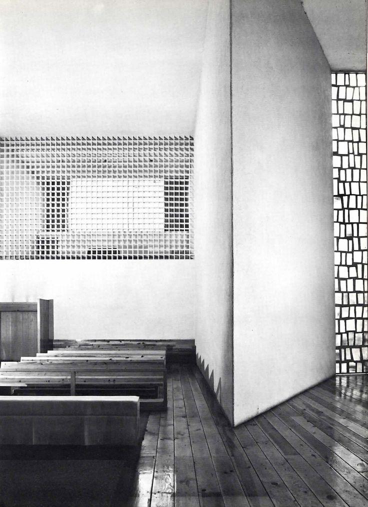 Luis Barragán: Capilla del Convento de las Capuchinas Tlalpan, México, 1960. Ventana por Mathías Goeritz .