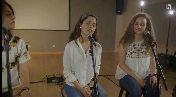 Queridos amigos, este es un vídeo musical grabado en Berklee, interpretado por puros estudiantes mexicanos, en favor de Oaxaca, con el Consulado de México en Boston y dos ONGs de la comunidad mexicana en Boston.   Les pedimos el favor, que lo miren, lo disfruten y difundan con sus amigos, pues la música es un lenguaje universal y debe llegar a cada persona que nos rodea.  https://youtu.be/8-io_525SEs