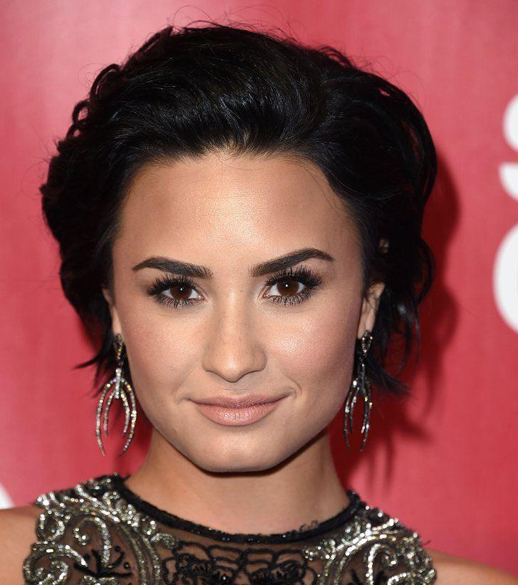 Pin for Later: 31 Coupes Courtes Inspirées Par Nos Célébrités Favorites à Essayer Cette Année Demi Lovato