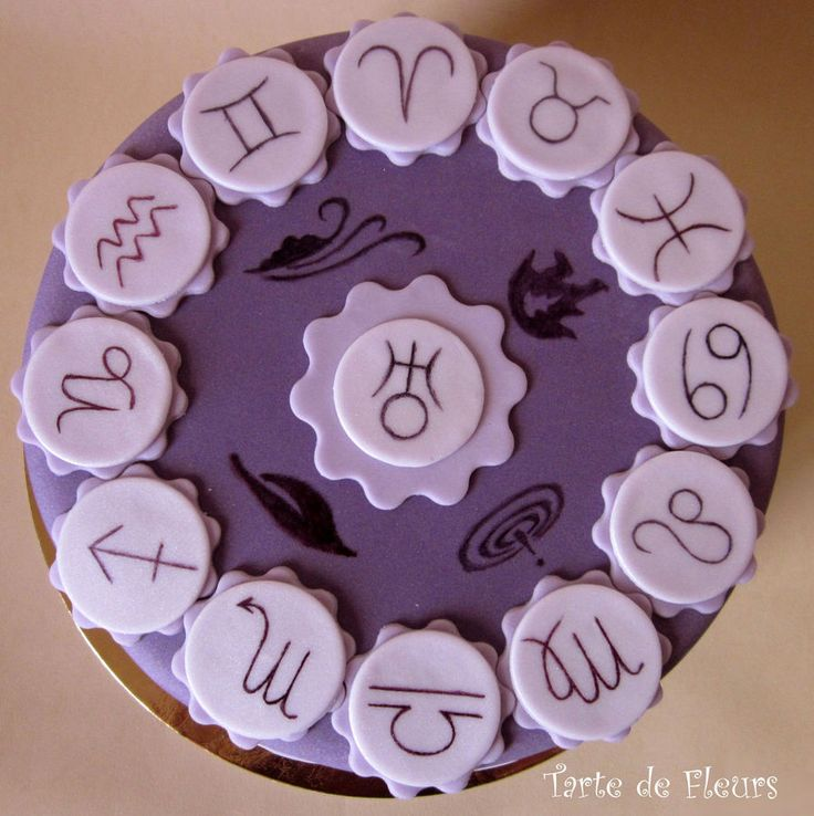 Astrology cake | bravo to whoever put in this much effort, don't think I can be asked