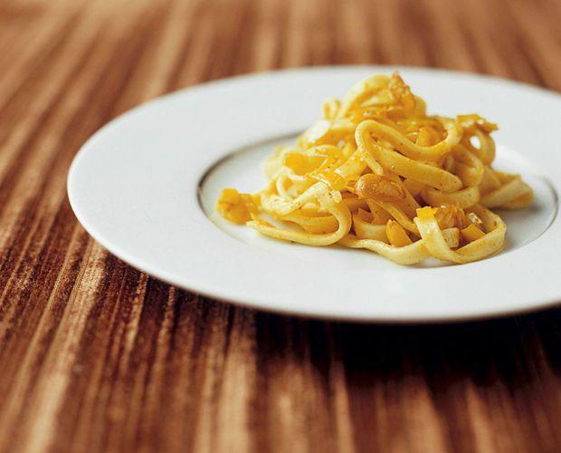 Pastasalade met artisjokken, olijven en mozzarella