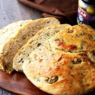 Very easy to make, no-knead, crusty and delicious bread recipe packed with STAR Flavor Destinations (Italian) Marinated Olives and garlic. #STARFineFoods