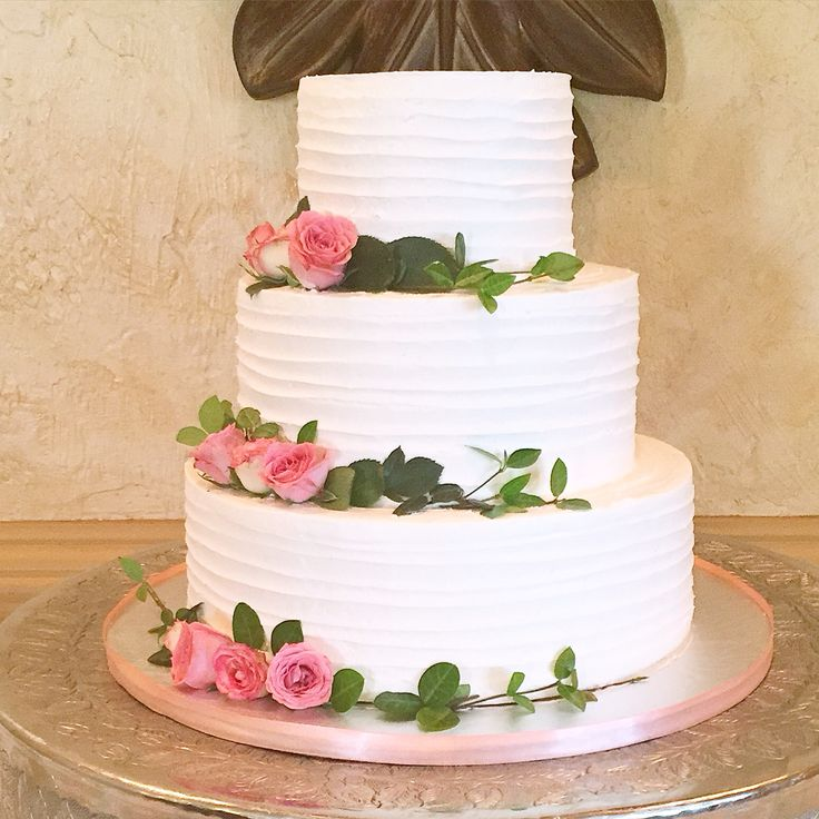 How To Decorate A Wedding Cake With Buttercream