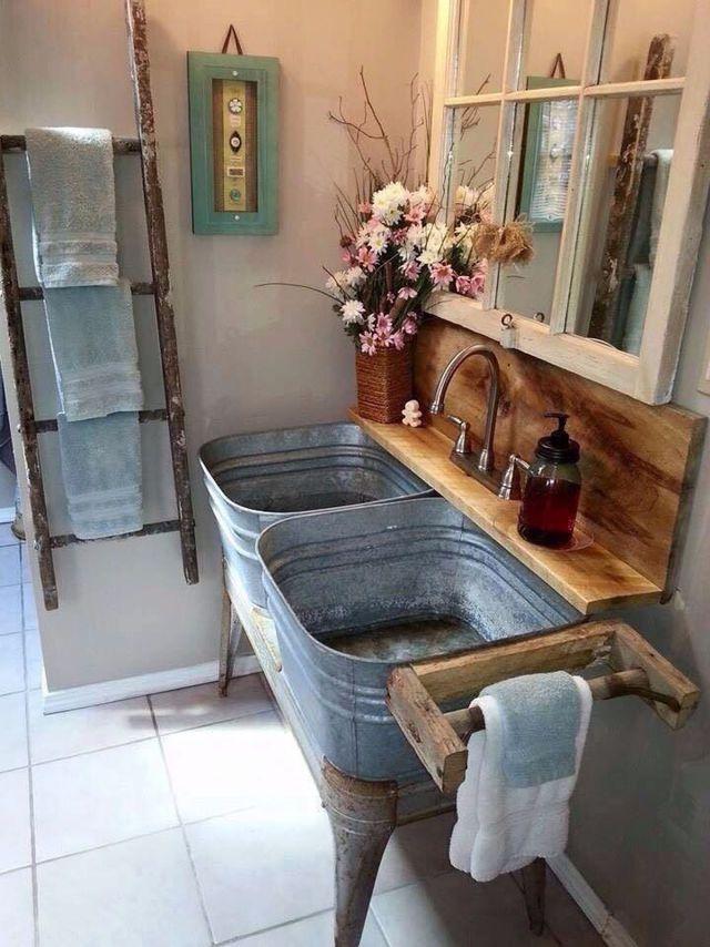 Un meuble vasque DIY comme à la ferme dans cette salle de bains