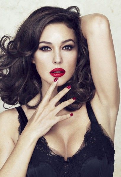 love the lipstick, the nail polish and hair. Monica Bellucci.