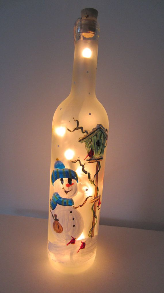 Snowmen Lighted Frosted Wine Bottle door EverythingPainted